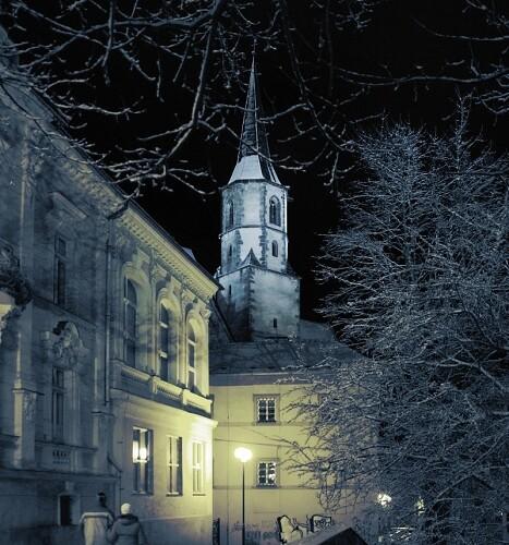 První sníh a světlo večera